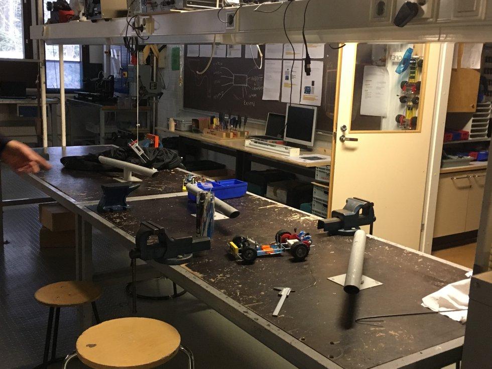Otra de las típicas aulas que no falta en ninguna escuela de Finlandia y parece más un taller o ferretería que un colegio.