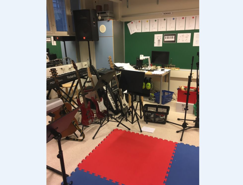 Los alumnos deciden los instrumentos quieren tocar.