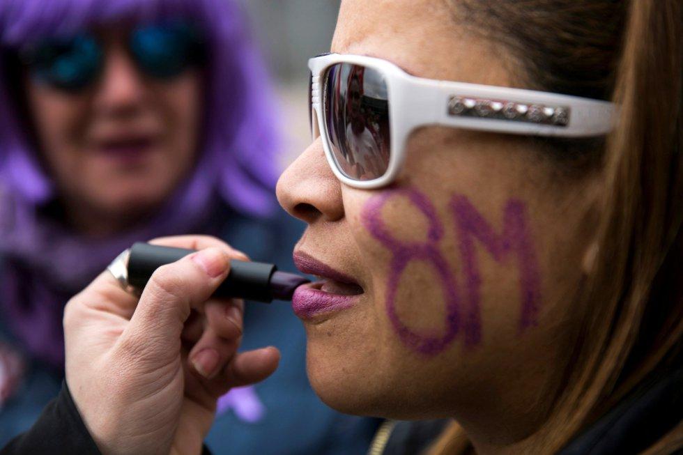 Concentración durante la huelga feminista convocada con motivo del Día de la Mujer.