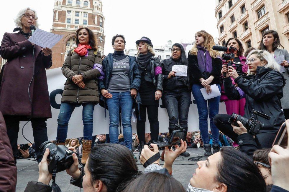 Lectura del manifiesto contra el machismo en el periodismo en la Plaza de Callao en Madrid.