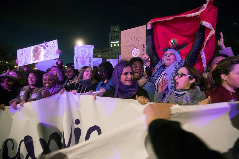 """Aspecto de la Manifestación en Barcelona bajo el lema de """"Paramos para cambiarlo todo""""."""