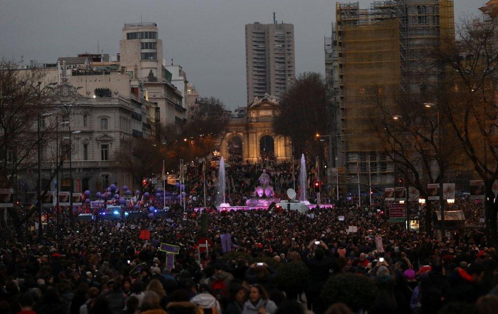 Vista de la plaza de Cibeles desde Gran Vía al paso de la multitudinaria manifestación