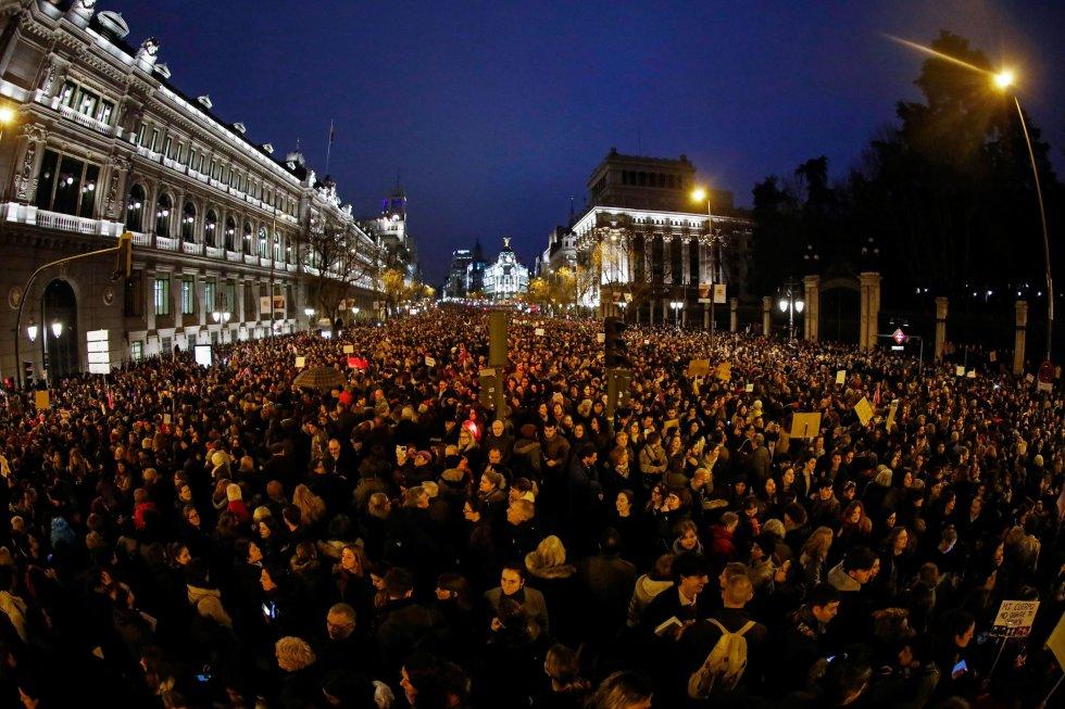 Imagen del edificio Metrópolis con la marcha celebrada en Madrid.
