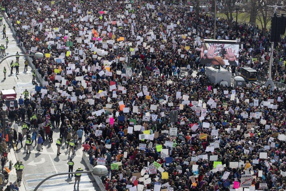 Los manifestantes, convocados por los jóvenes americanos, piden un mayor control de armas en EEUU