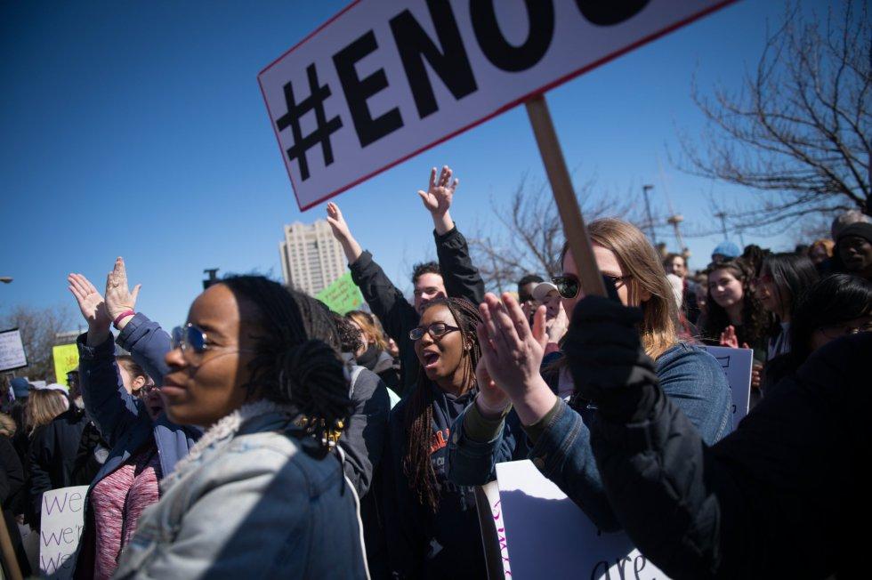 """Manifestantes dicen que ya es """"suficiente"""" en la manifestación de Philadelphia"""