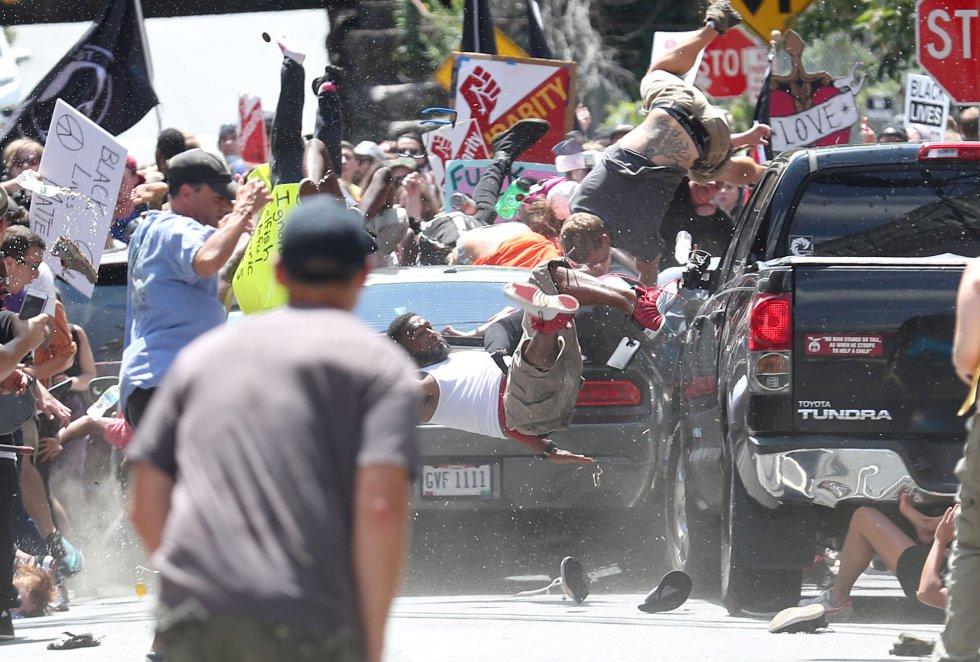 Segundo premio en la categoría 'Spot News Singles', de Ryan M. Kelly. Recoge el atropello de varias personas durante una manifestación en Charlottesville (Virginia), el 12 de agosto de 2017.