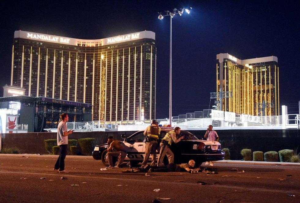 Foto ganadora en la categoría 'Spot News Stories', tomada por David Becker momentos después del tiroteo durante un concierto en el festival country Route 91 en Las Vegas el 1 de octubre de 2017.