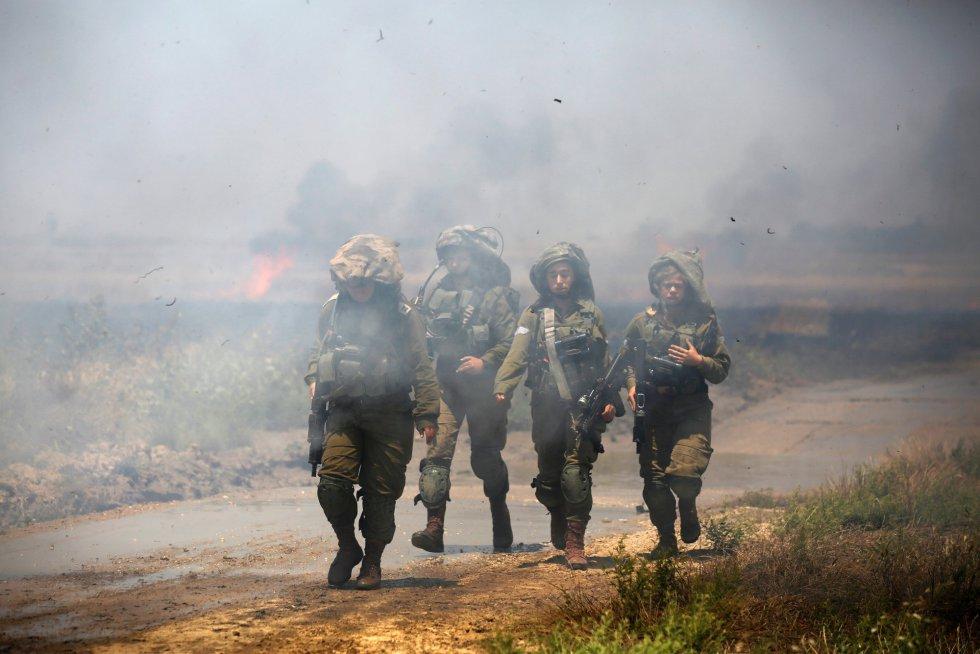Soldados israelíes patrullan cerca de una de las zonas de conflicto