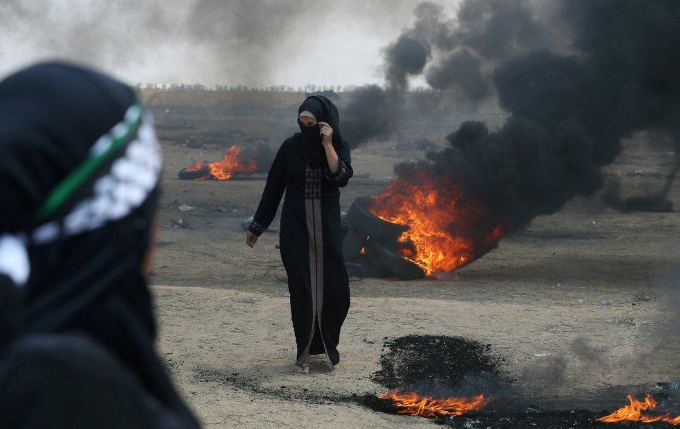 Una joven palestina en una de las zonas del conflicto