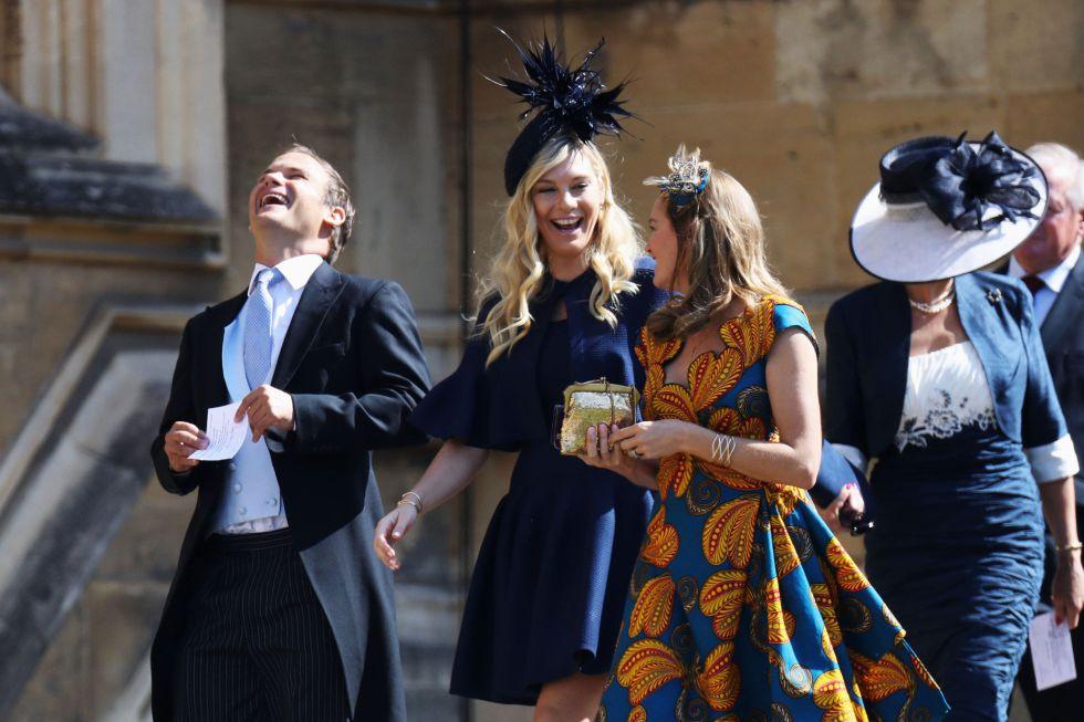 Chelsy Davy (C) expareja del príncipe Harry llega a la boda.