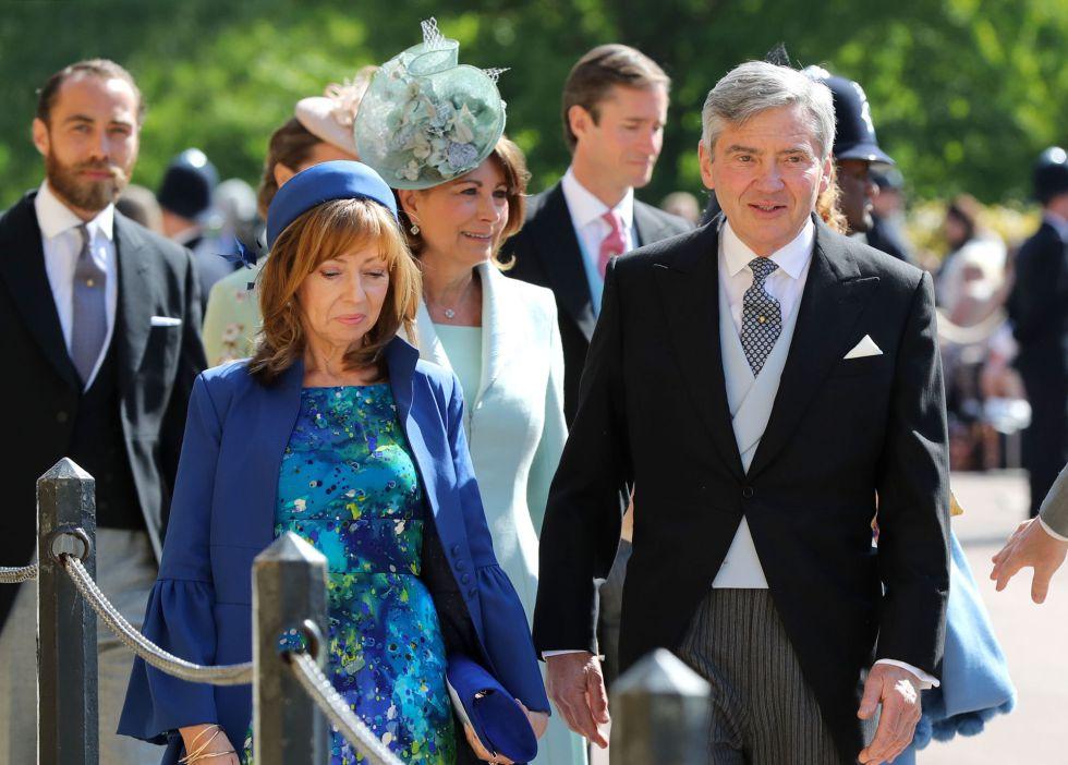 Michael Middleton (derecha) llegando a la capilla de San Jorge en el Castillo de Windsor.