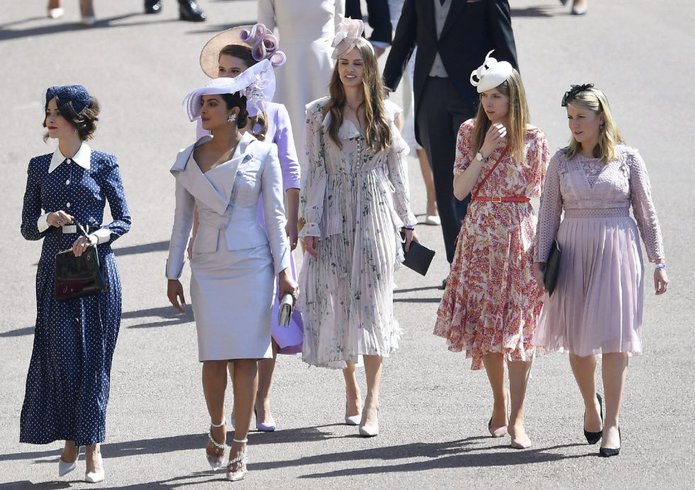 La actriz india Priyanka Chopra (segunda por la izquierda) llega a la ceremonia real de boda del príncipe Harry y Meghan Markle.