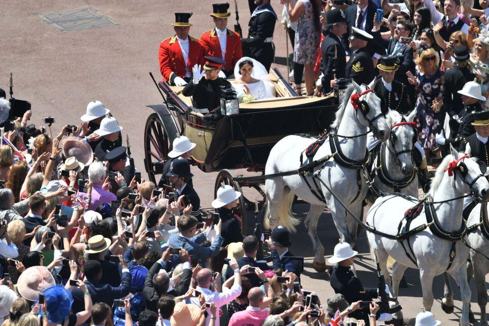 Paseo en caballo de los duques tras la salida del Castillo de Windsor al finalizar la ceremonia.