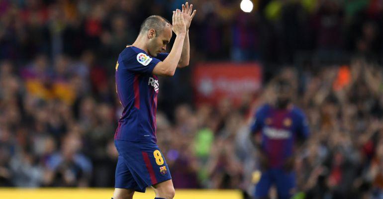 El Barcelona despide una temporada liguera de sobresaliente con victoria  por la mínima gracias al gol de Coutinho en la despedida de Iniesta 29b4e97ffc614