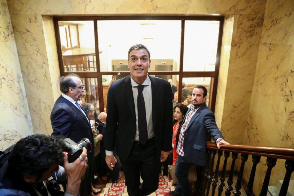 Pedro Sánchez sale del Paramento como presidente del Gobierno.