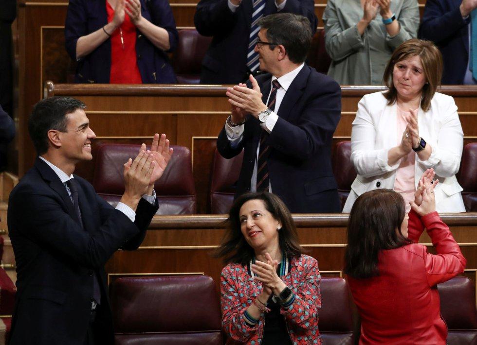 Pedro Sánchez celebra la victoria de la moción de censura.