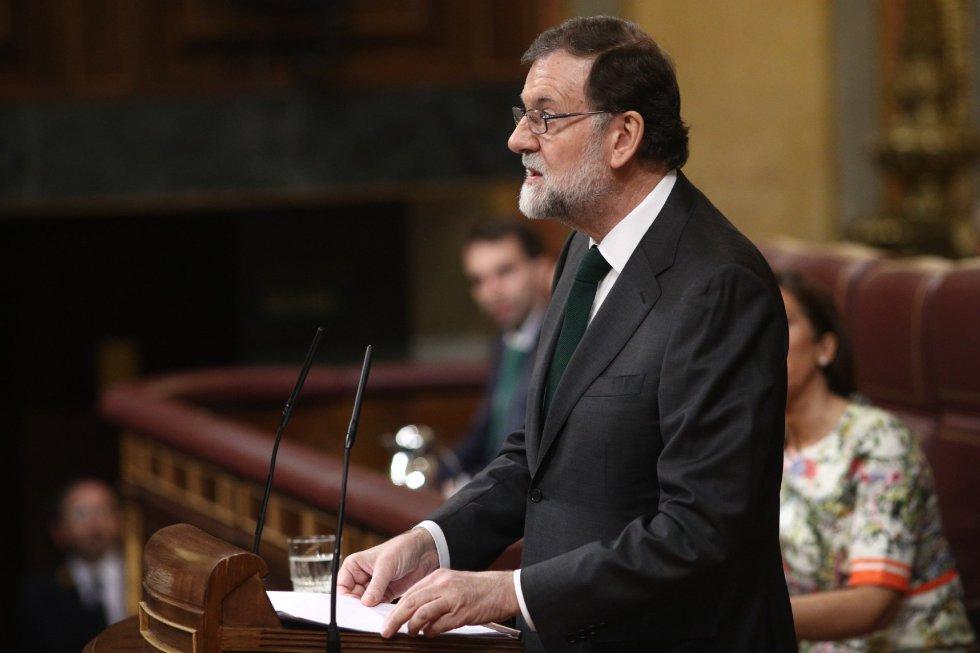 """Rajoy ha querido ser """"el primero"""" en felicitar al líder socialista, Pedro Sánchez, y ha afirmado, en su último discurso como presidente del Gobierno, que acepta """"como demócrata"""" el resultado de la moción de censura, aunque no comparta """"lo que se ha hecho"""". También ha añadido que """"ha sido un honor dejar una España mejor de la que encontré""""."""