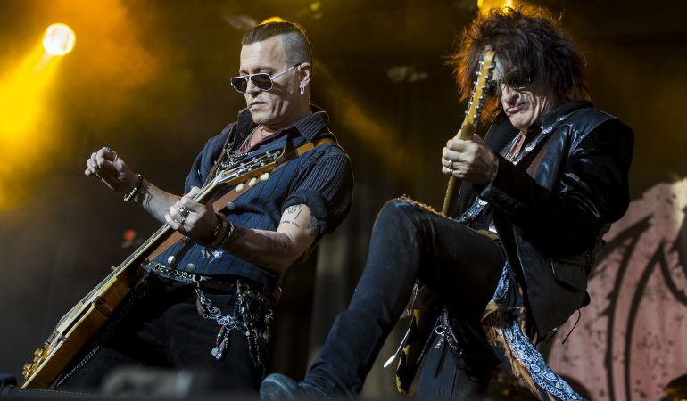 Johnny Depp toca con su grupo de rock, The Hollywood Vampires, en Suecia.