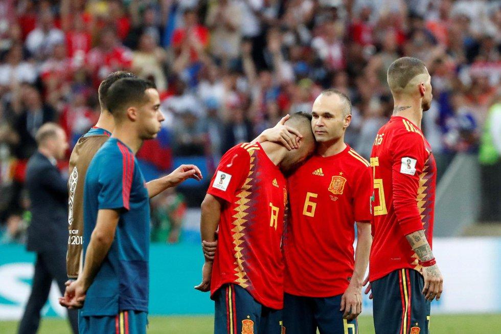 Iniesta, cariñoso con Jordi Alba