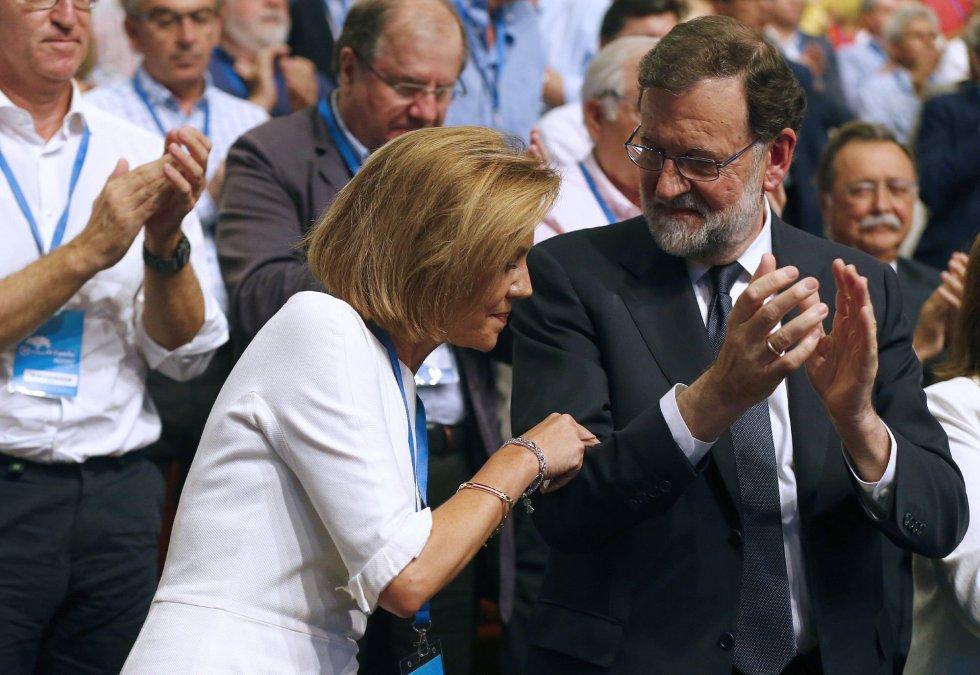 La secretaria general del PP, María Dolores de Cospedal, junto al expresidente del Gobierno Mariano Rajoy, durante la celebración del Congreso Nacional del Partido Popular hoy en Madrid