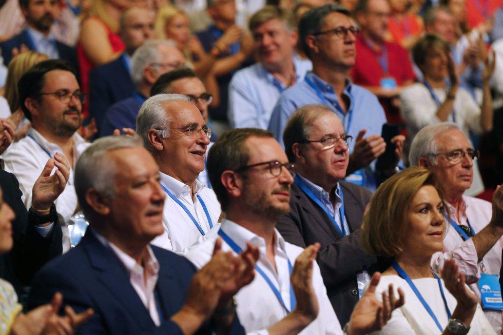 El presidente del Partido Popular de La Rioja, José Ignacio Ceniceros (2i), durante la celebración del Congreso Nacional del Partido Popular, hoy en Madrid
