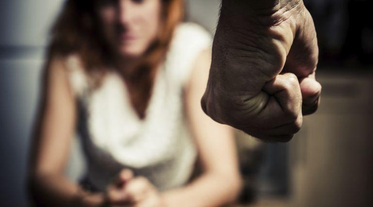 Dar una bofetada a una mujer es motivo para dictar una orden de alejamiento  | Tribunales | Cadena SER