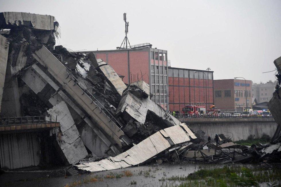 Vista de la sección del viaducto sobre la autopista A10 que se desplomó en Génova (Italia).