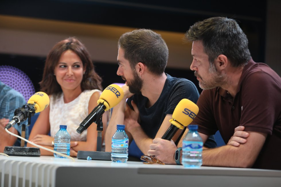 Mara Torres, David Broncano y Quequé.