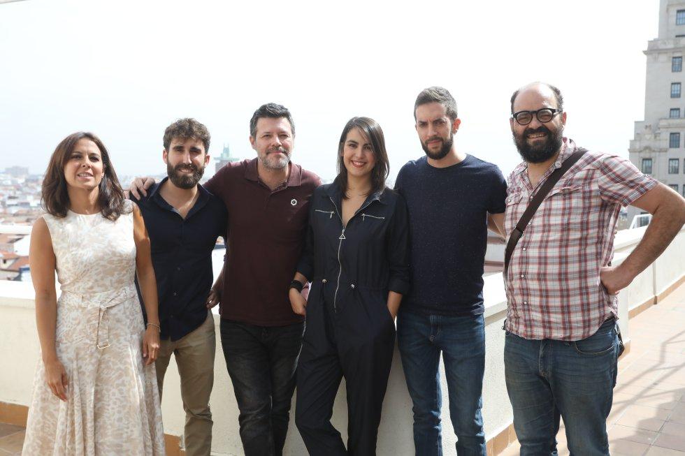 Mara Torres, Aitor Albizua, Quequé, Marina Fernández, David Broncano e Ignatius, en la terraza de la SER.