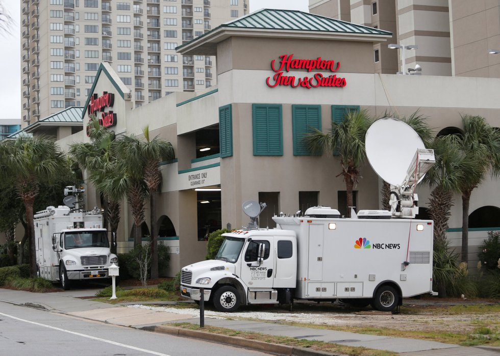 Los satélites de la cadena televisiva NBC se preparan para informar de la llegada de 'Florence'