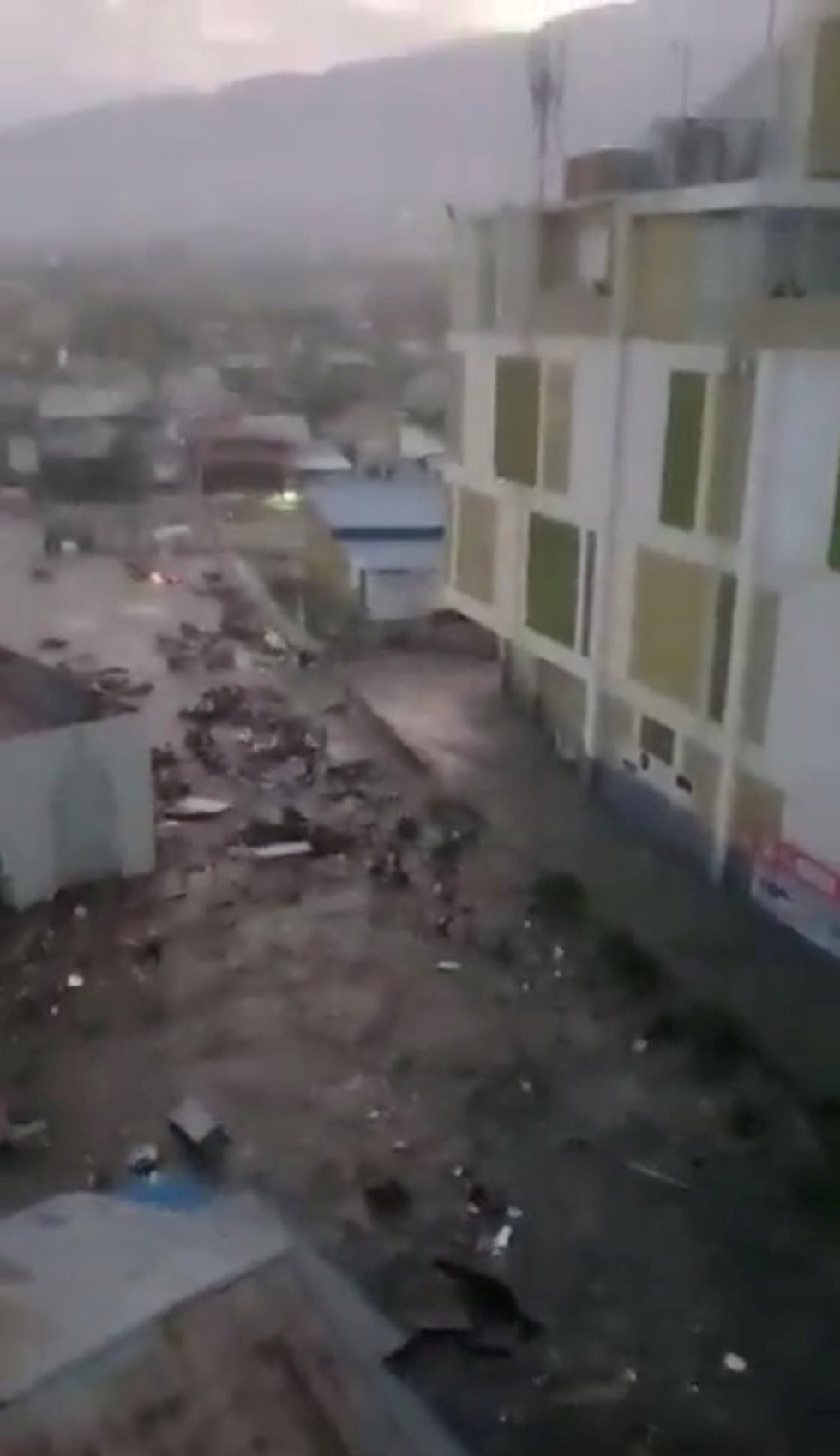 Imagen de las calles de Palu, Indonesia, tras el tsunami de este 28 September 28, 2018.