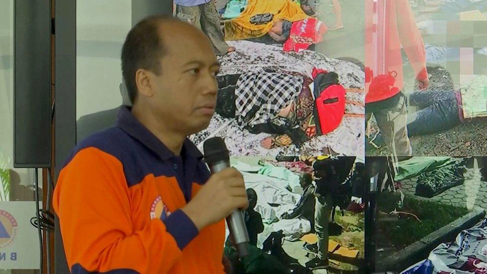 El portavoz de la Agencia Nacional de Gestión de Desastres, Sutopo Purwo, en al conferencia de prensa posterior al terremoto y tsunami.