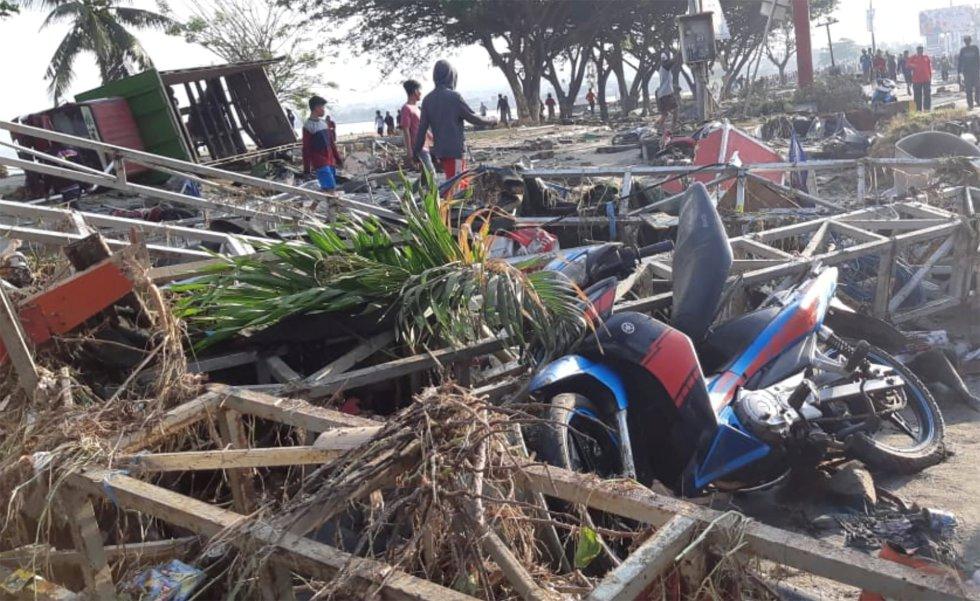 Escombros y ruinas en las calles de Palu después de que el tsunami destruyese la ciudad.