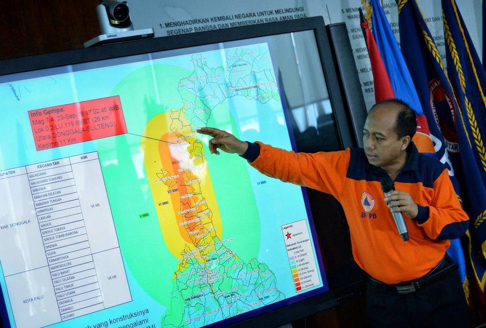Sutopo Purwo Nugroho, explica las zonas afectadas por el terremoto y tsunami.