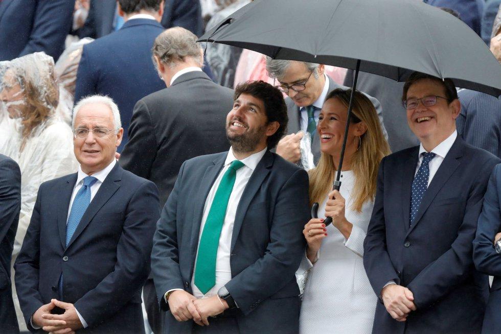 Los presidentes Melilla Juan José Imbroda, de Murcia Fernando López Miras y de la Comunidad Valenciana Ximo Puig, en el desfile militar, uno de los actos conmemorativos del Día de la Fiesta Nacional, que presiden los Reyes junto a sus hijas, la princesa Leonor y la infanta Sofía hoy en Madrid.