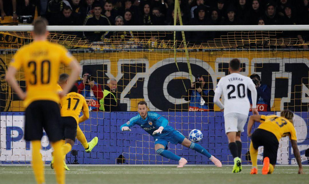 5e9c5d4ac821f El Valencia no pasa del empate ante el Young Boys y se complica la ...