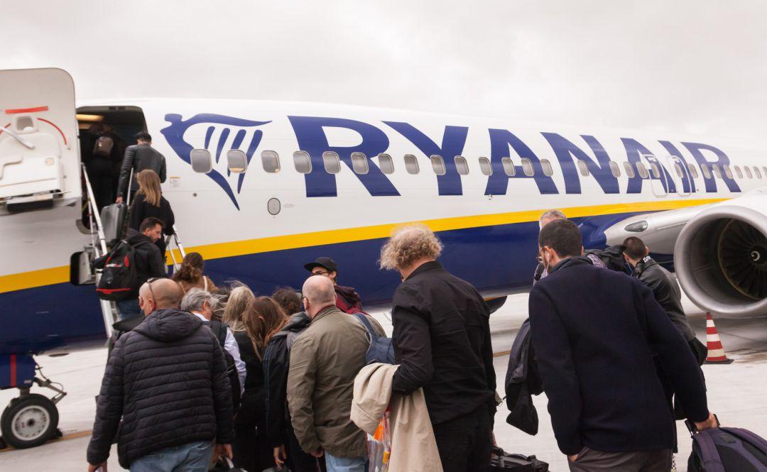 04a4fe9f0 Ryanair pone en marcha su nueva política de equipajes: así te afecta. La  aerolínea de bajo coste tan solo permitirá viajar con un bulto pequeño de  forma ...