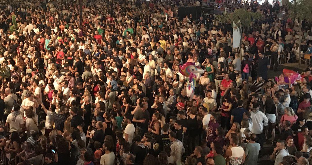 Foto de archivo de la congregación de miles de personas durante las fiestas de Valdepeñas (Ciudad Real)
