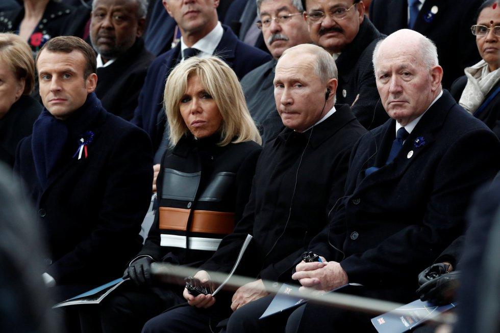 El Gobernador General australiano PEter Cosgrove, el presidente ruso Vladimir Putin y el presidente francés Emmanuel Macron junto a su esposa Burgitte