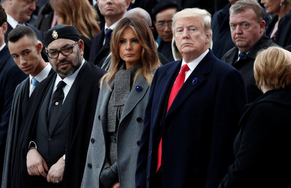 El presidente Donald Trump junto con Melania Trump y el rey de Marruecos Mohammed VI