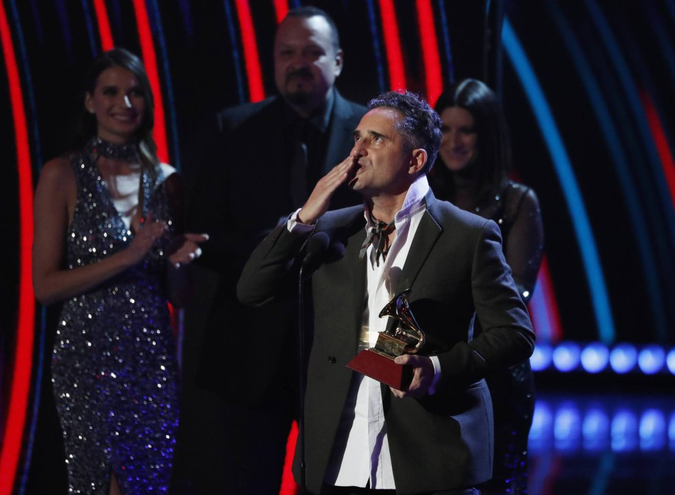"""Jorge Drexler gana la canción del año con """"Telefonia""""."""