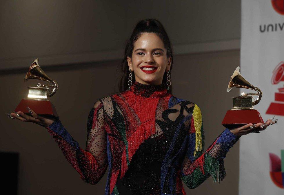 Rosalia posa en el 'backstage' con sus premios.