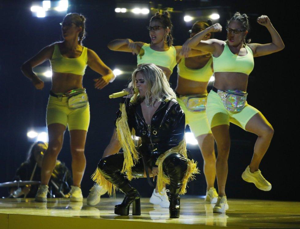 Karol G se presenta durante la 19a ceremonia anual de los Premios Grammy Latinos en el MGM Grand Garden Arena en Las Vegas, Nevada.