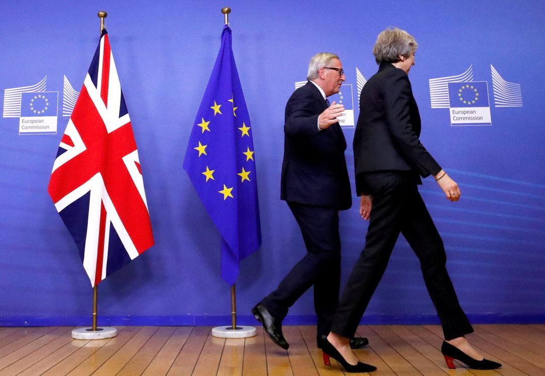 Theresa May y Jean-Claude Juncker en un encuentro en Bruselas