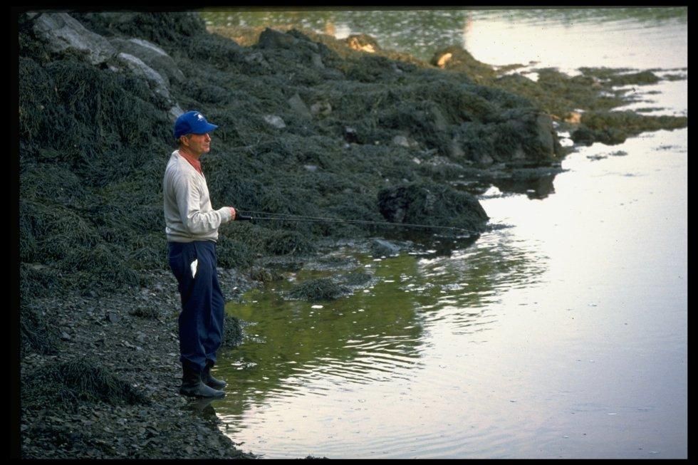 ... y la pesca durante sus vacaciones en el estado de Massachusetts