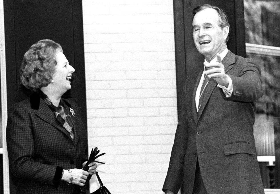 El presidente George Bush junto a la entonces Primera Ministra del Reino Unido, Margaret Thatcher
