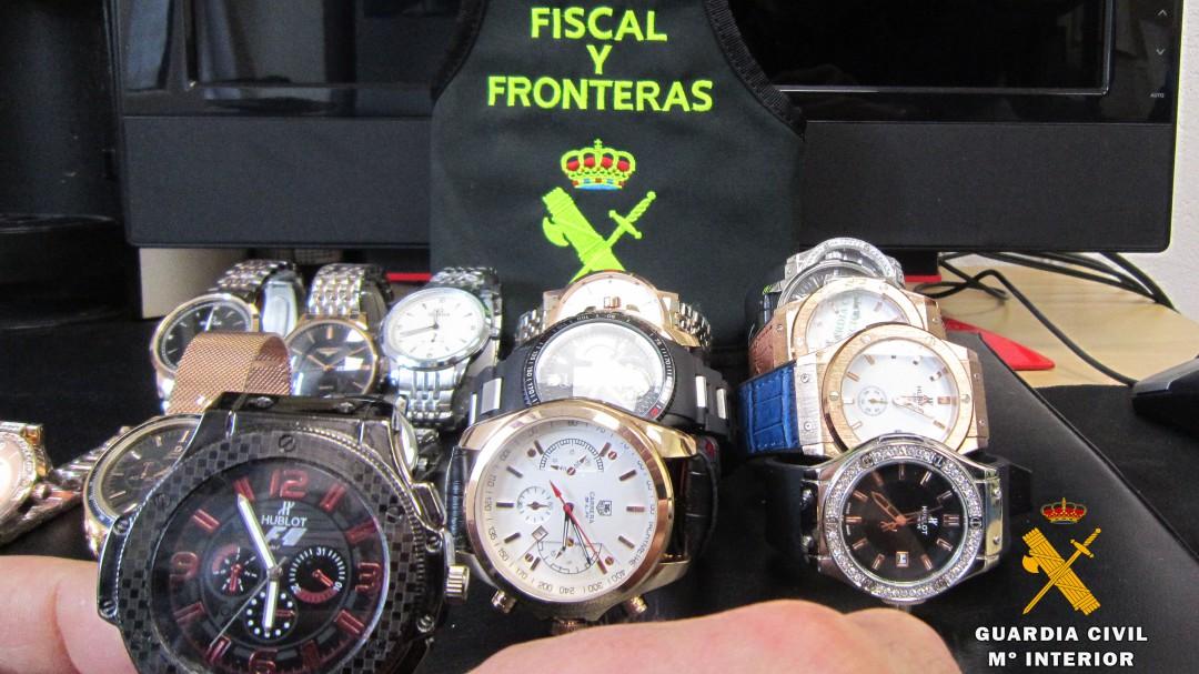 f4f11e0cd612 Intervenidos 16 relojes falsificados en el mercadillo de Laredo