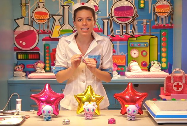 La enfermera Tania, en uno de los vídeos promocionales.