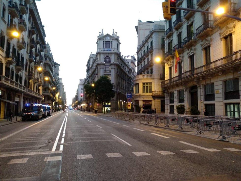 Via Laietana cerrada por el Consejo de Ministros.