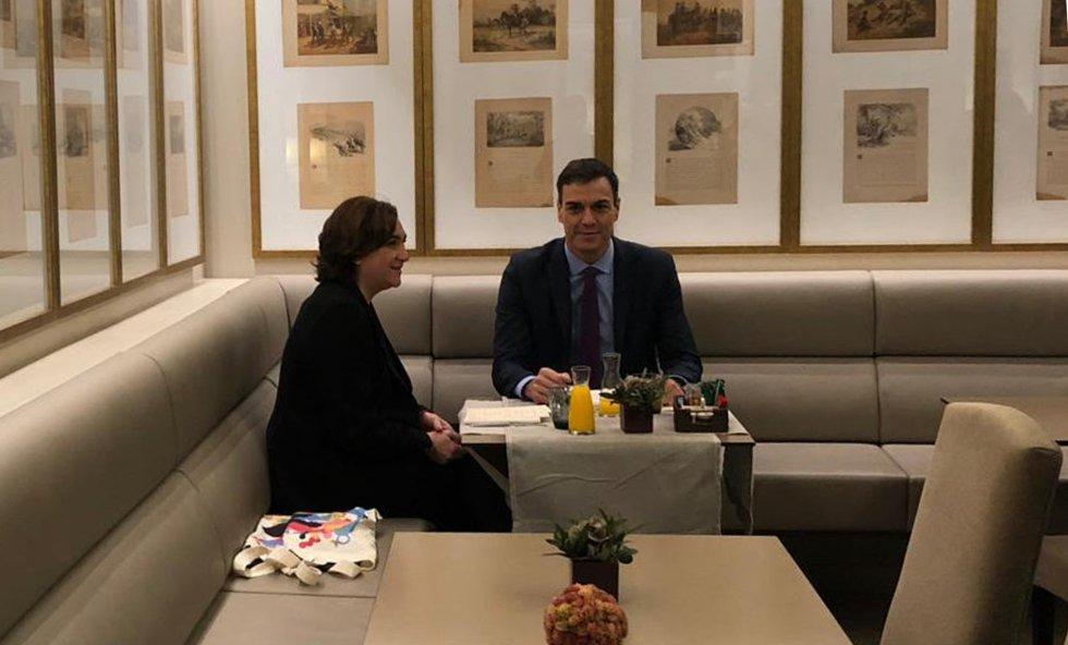 Sánchez y Colau han desayunado juntos en un hotel de Barcelona antes del Consejo de Ministros.